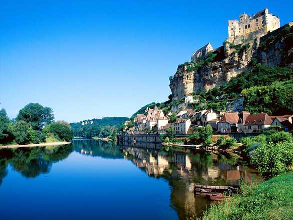 Self guided hike in Black Périgord with Aluna voyages