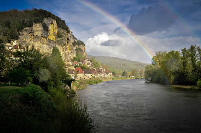 Hiking in Dordogne with Aluna voyages