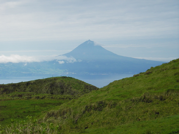 Hiking tour in the Azores with Aluna Voyages