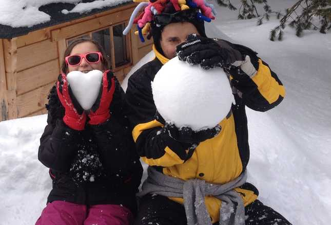 Familly journeys with snow shoes in Auvergne with Aluna Voyages