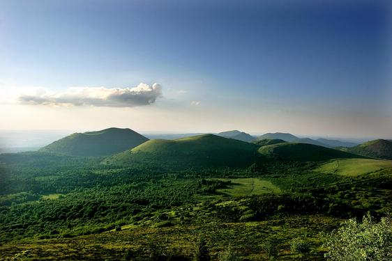Auvergne and 3 types of volcanoes